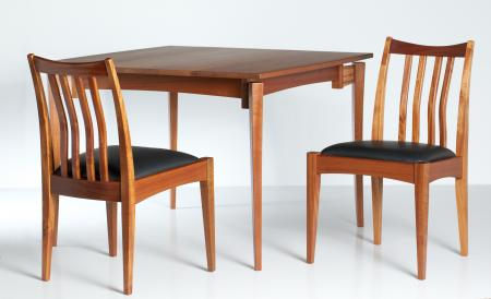 Walkabout Dining Table in Sapele Wood with Chairs