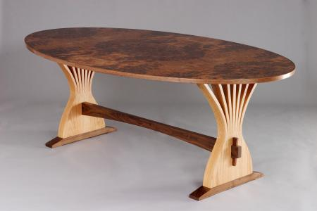 Abanico Dining Table