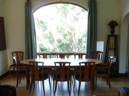 Large Laurel Dining table with 3 butterfly leaves